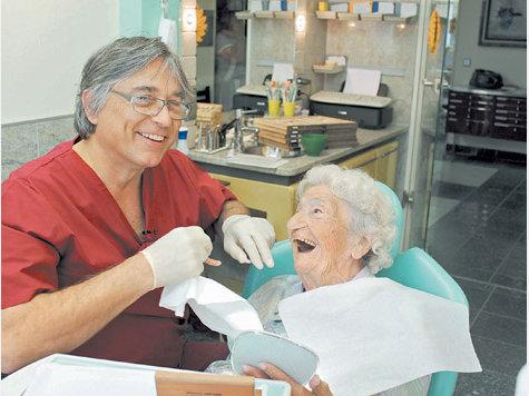 Oma ist ein scharfer Zahn